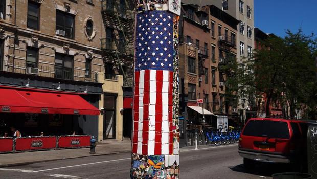 Jim Power在第二大道上的旗杆创作之一。和圣马克广场。