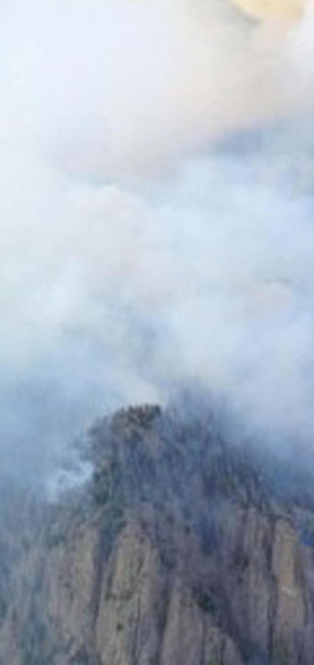 2013年6月21日,一股巨大的野火向科罗拉多州西南部山区的南叉前进。