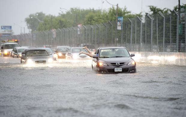 Flash floods swamp Toronto