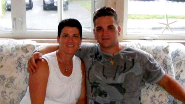 南希·霍勒和她的儿子布兰登。