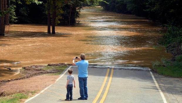 2013年7月28日星期日,纽约州林肯顿发生大雨,造成大规模洪水。