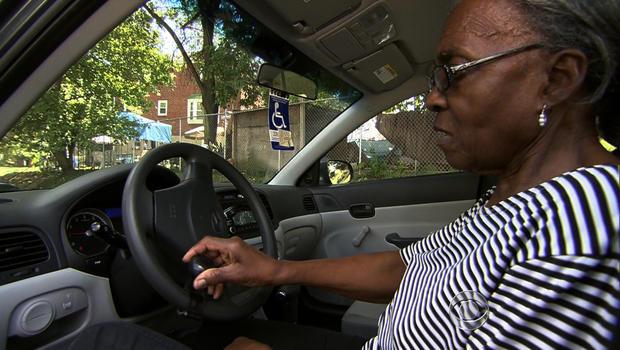 现年72岁的Carol Glover是众多老年人中的一员,他们利用旨在替代疗养院的试点计划。