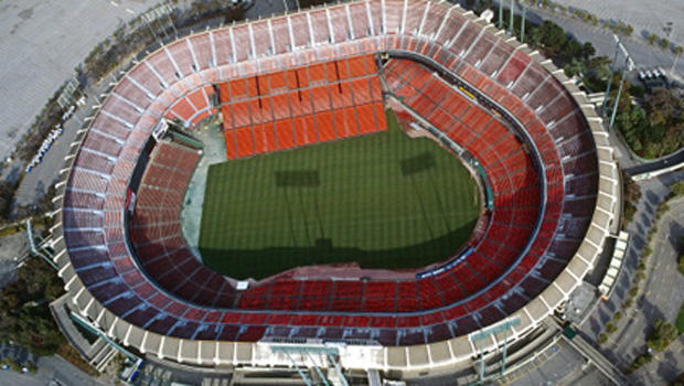 Man dies in fall at candlestick park during 49ers game cbs news