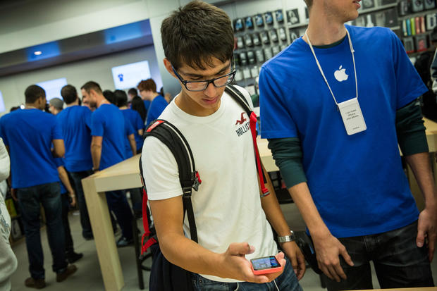 iPhone mania grips the globe