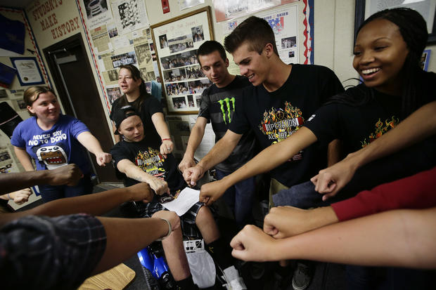 Students rally to help disabled veteran