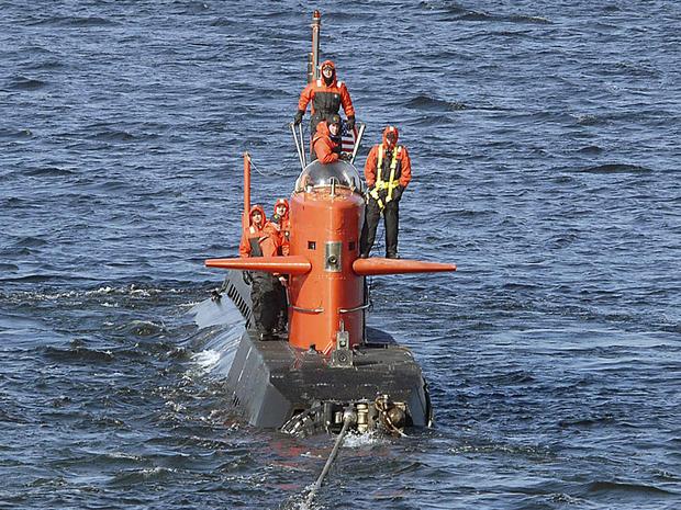 研究潜艇NR-1于2007年2月在美国海军提供的这份讲义图片中被拖离康涅狄格州新伦敦的美国海军潜艇基地。