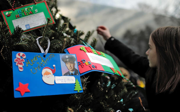 Vietnam memorial gets Christmas tree