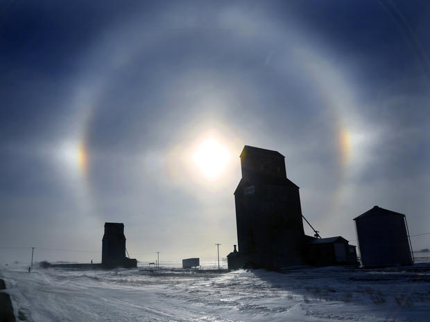 freeze_sundogs_weather_AP27.jpg