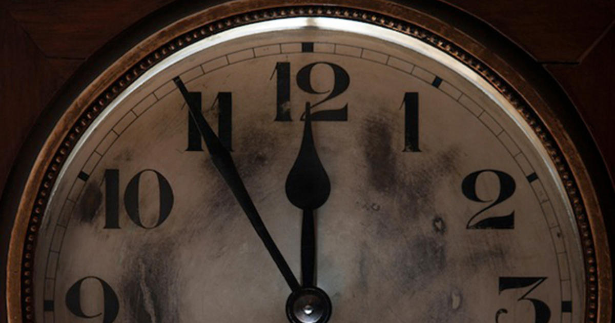 doomsday clock set at 5 to midnight