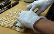 Calif. law requires sushi chefs to wear gloves