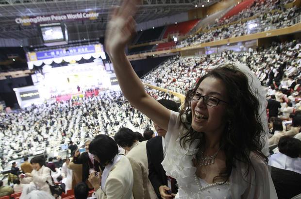 "Thousands say ""I do"""