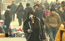 """China's super smog: Gov't official calls Beijing pollution """"unbearable"""""""