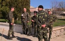 Russia sets ultimatums, tightens grip on Crimea