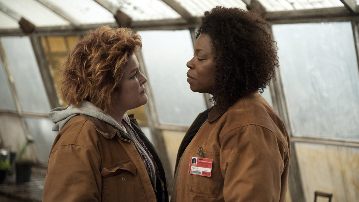 oitnb ps2 004 h Get a First Look At 'Orange is the New Black' Season 2