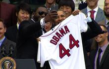 "Big Papi snaps ""selfie"" with Obama"