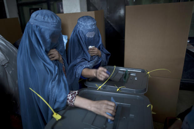 Afghans vote despite threat