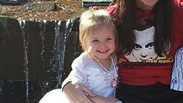 来自佛罗里达州的Lily Quintus在她母亲Nicole Quintus提供的这张未注明日期的照片中看到。