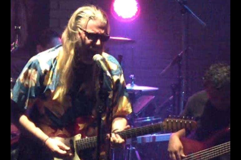 jim-huden-performs.jpg