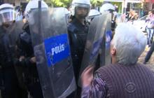 Turkish police clash with protesters over mine disaster