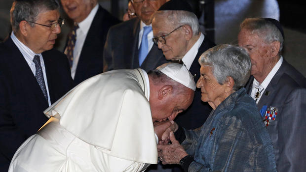 Pope Francis kisses the hand of Holocaust survivor Sonia Tunik-Geron during a ceremony in the Hall of Remembrance at the Yad Vashem Holocaust memorial in Jerusalem