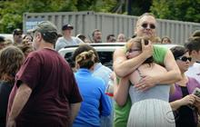 Student, gunman dead in Oregon school shooting