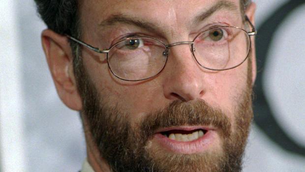理查德洛克菲勒博士于1999年4月12日在缅因州波特兰举行的新闻发布会上发表讲话。