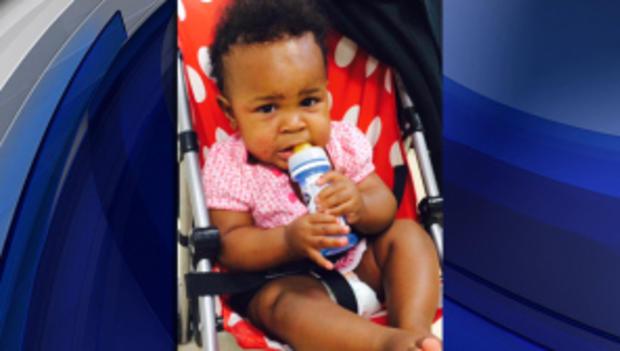 警方称,这名女婴于2014年7月7日在纽约市一个繁忙的地铁站被遗弃