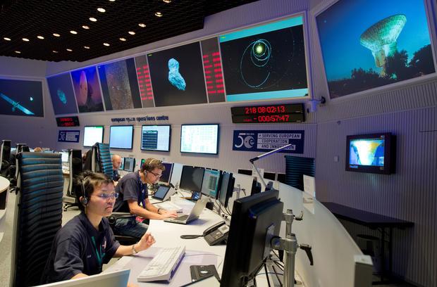 Rosetta spacecraft orbits comet