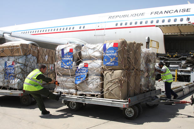 U.S. airdrops aid in Iraq