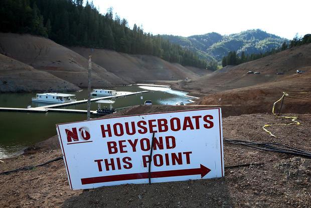 California drought drains lakes
