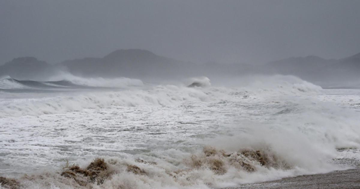 breaking waves by josedelsol - photo #48