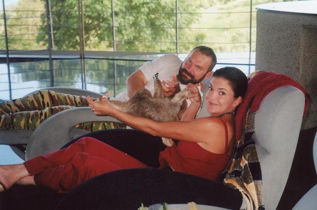 约翰和安本德与宠物懒惰