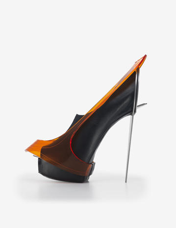 history of high heels Ancient egypt dating back to 3500 bc, early depictions of high heels could be seen on ancient egyptian muralsthese murals would depict egyptian nobilities wearing heels to set them apart.