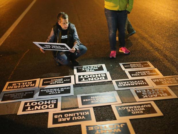 圣路易斯抗议-迹象,457149186.jpg