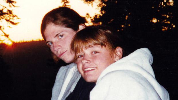 朱莉科里亚,左,和克里斯汀