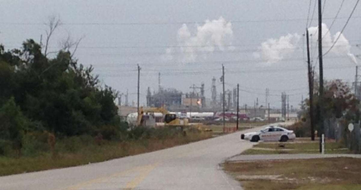 Four workers dead after houston area chemical leak cbs news for La porte tx breaking news