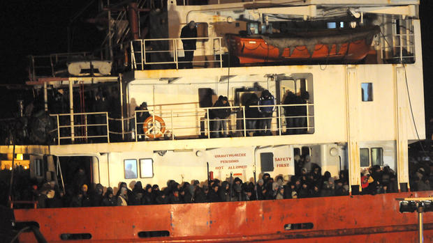 More than 900 migrants rescued from freighter off Italy