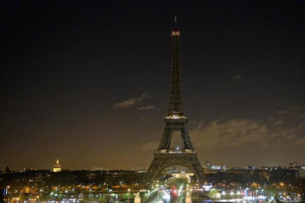 Thousands react to Paris shooting
