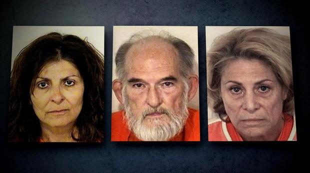 左起:Kathy Carpenter,左,Trey Styler,中锋和Nancy Styler