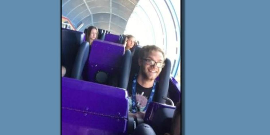 selfie stick stops disney roller coaster videos cbs news. Black Bedroom Furniture Sets. Home Design Ideas