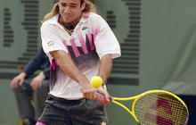 Agassi's on-court hairpiece emergency