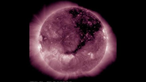 Giant hole in the sun is the width of 50 Earths - CBS News