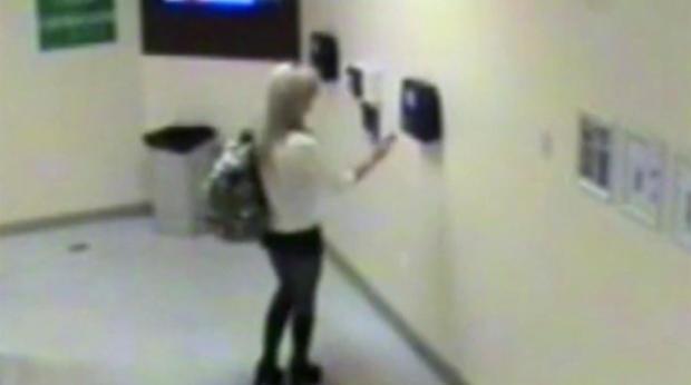 Shauna Tiaffay出现在上午3点01分的赌场监控录像中。