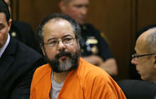 Cleveland kidnapper apologizes, faces victim in courtroom