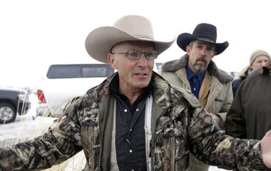 1 killed, several arrested in Oregon wildlife refuge clash