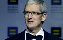 Apple CEO defends fight against FBI