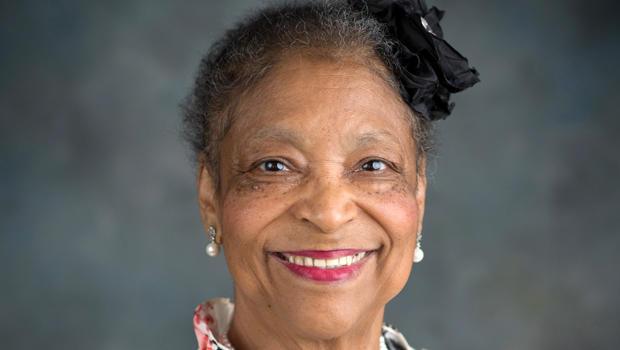 阿拉巴马州伯明翰的杰基福克斯在她的律师提供的照片中看到。