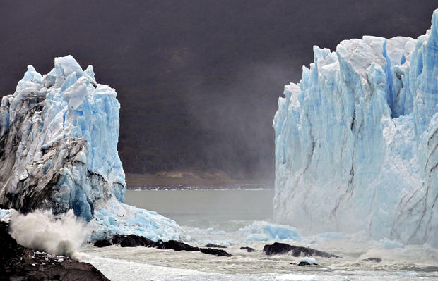 Spectacular Patagonian glacier arch collapse