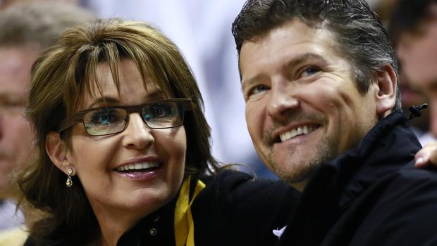 Sarah Palin Cancels Trump Event after Husband's Snowmobile Accident