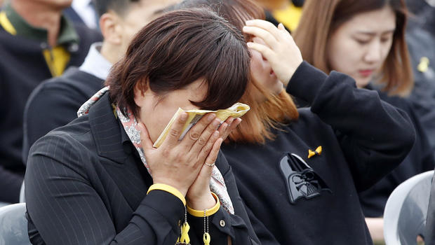 Thousands mourn anniversary of S. Korean ferry disaster